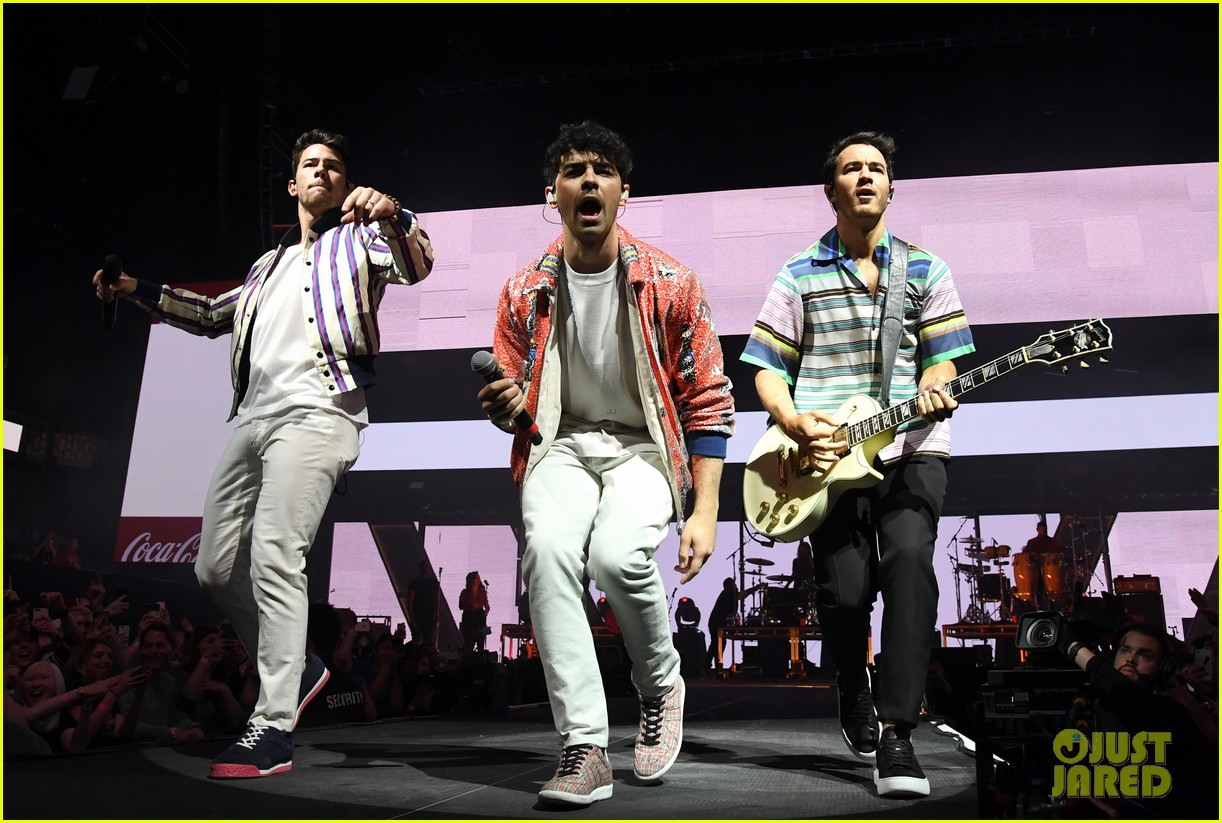 jonas brothers perform at march madness music series 24