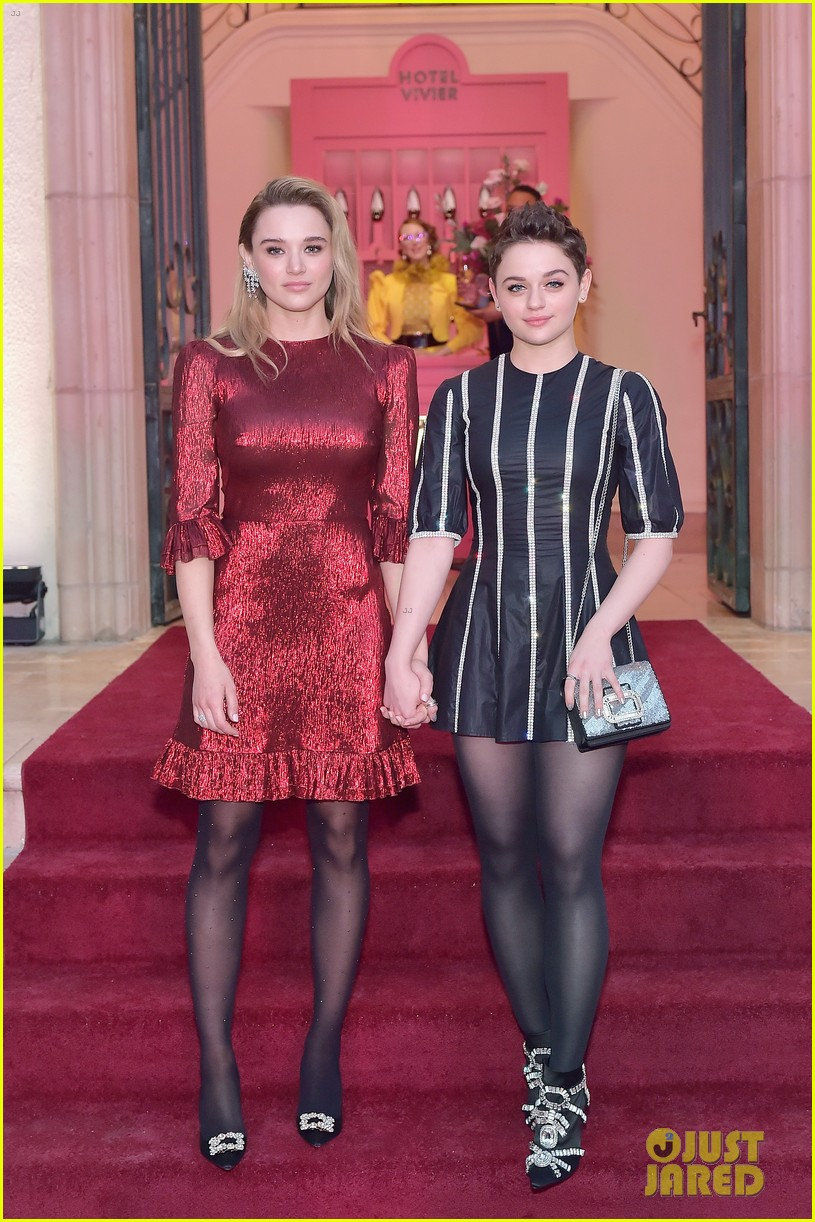 Joey King Amp Sister Hunter Are Picture Perfect At Hotel