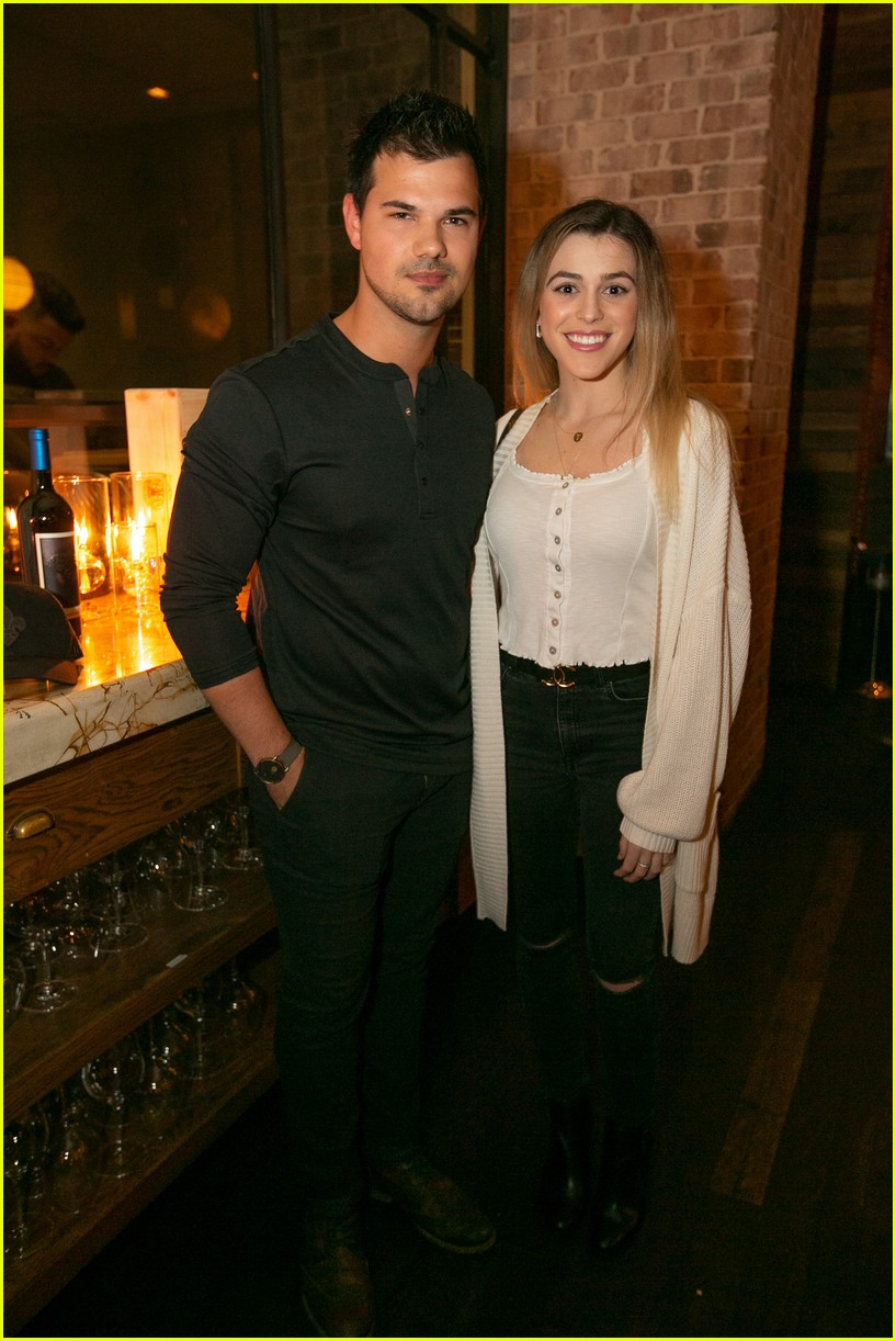 taylor lautner and girlfriend tay dome wine and dine in san diego 02