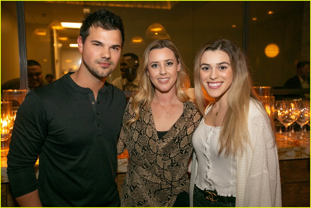 taylor lautner and girlfriend tay dome wine and dine in san diego 03