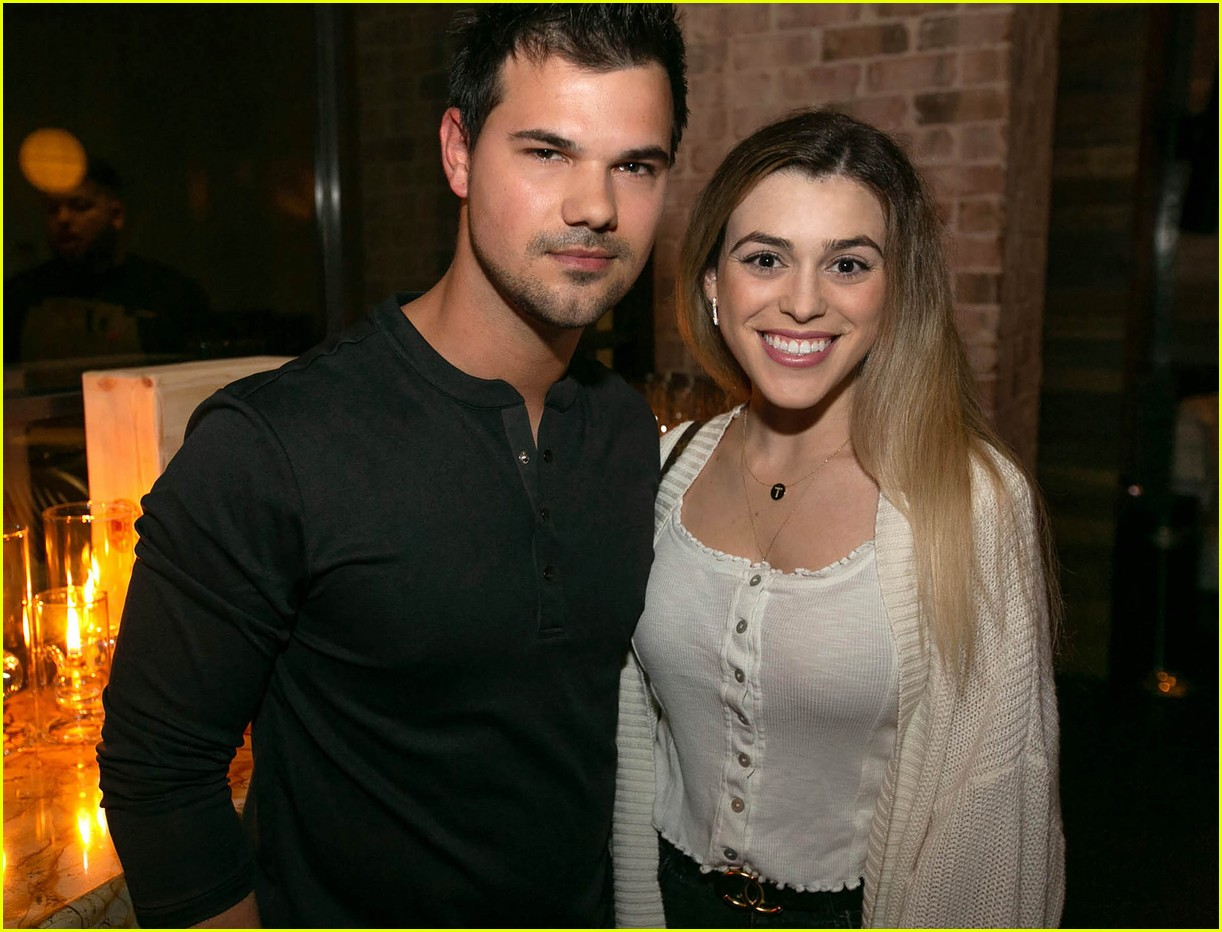 Taylor Lautner & Tay Dome Couple Up for Dinner Date ...