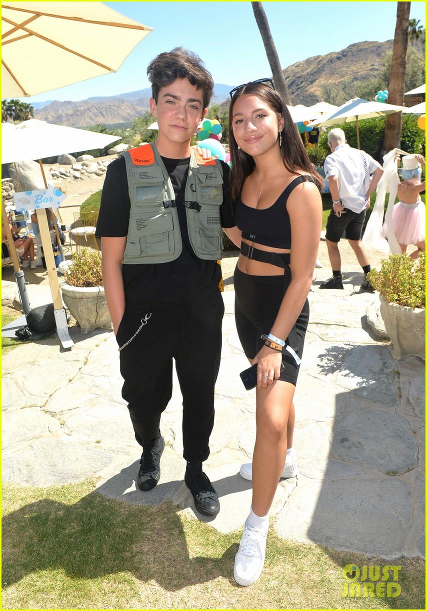 Maddie & Mackenzie Ziegler Soak Up the Sun at Coachella | Photo