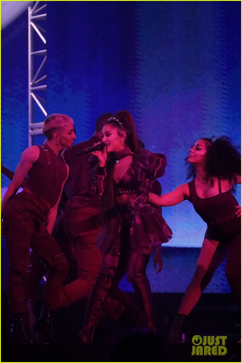 nsync join ariana grande on stage for coachella set 01