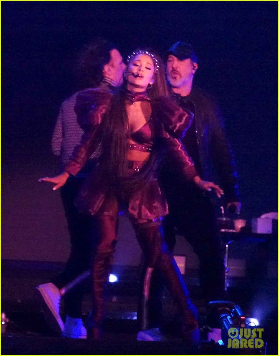 nsync join ariana grande on stage for coachella set 03