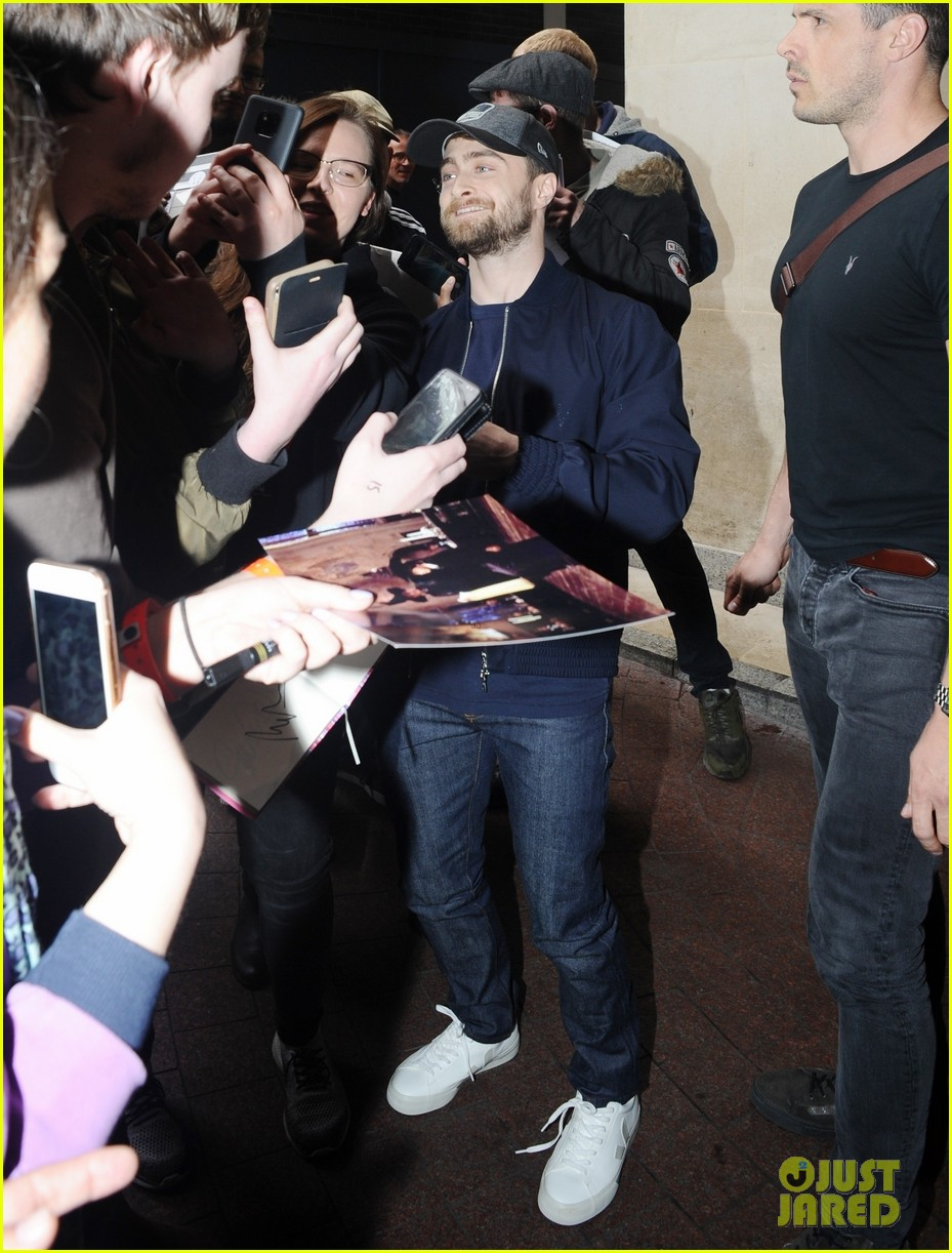 daniel radcliffe is swarmed by fans in london 03