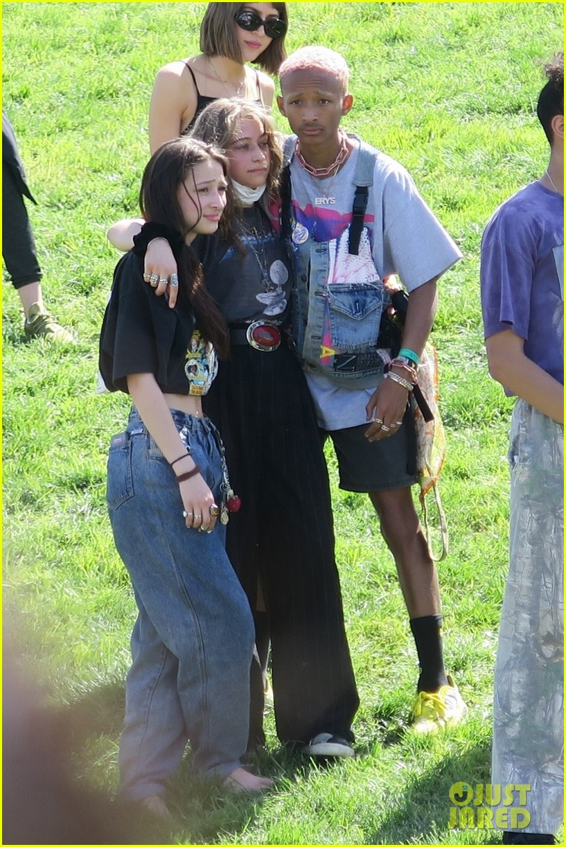 jaden and willow smith check out kanye wests sunday service coachella set 04