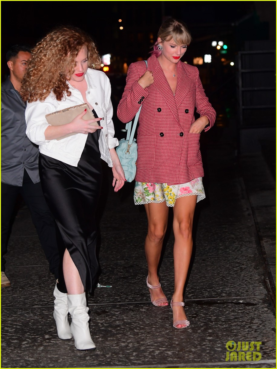 Taylor Swift Carries Cute Cat Purse To Gigi Hadid S Birthday Party Photo 1229940 Abigail Anderson Gigi Hadid Taylor Swift Pictures Just Jared Jr