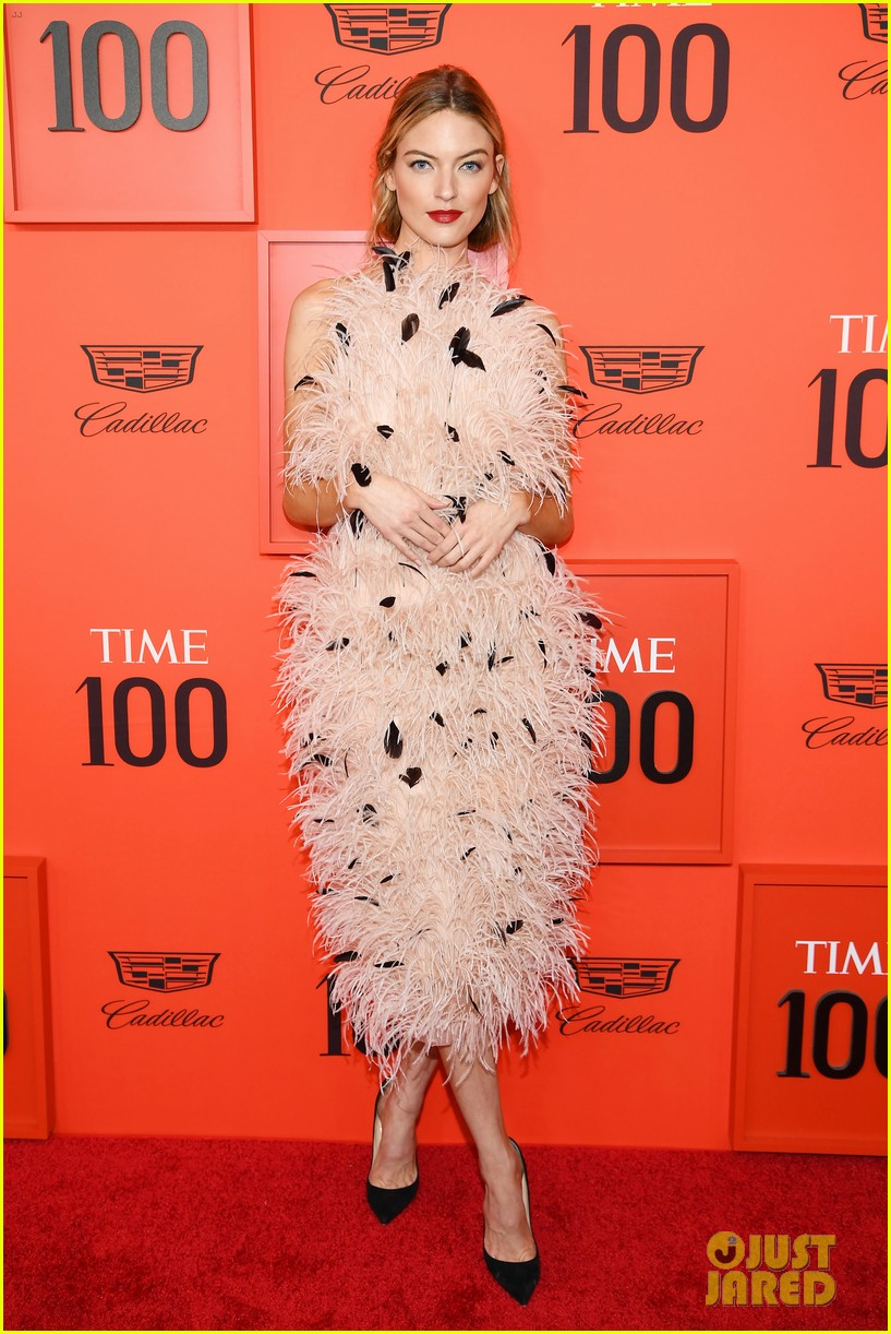 taylor swift wows in pastels at time 100 gala 07
