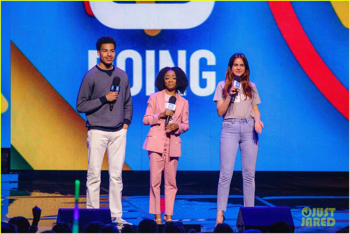 ariel winter olivia holt and more stars take the we day stage 01
