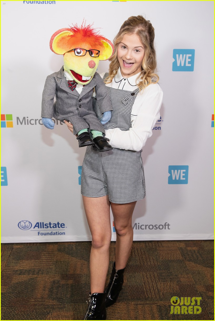 ariel winter olivia holt and more stars take the we day stage 03