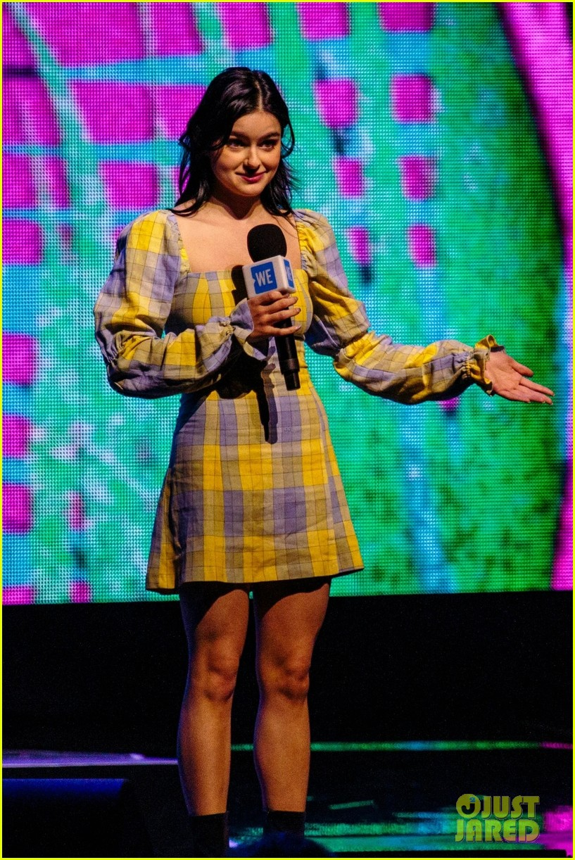 ariel winter olivia holt and more stars take the we day stage 06