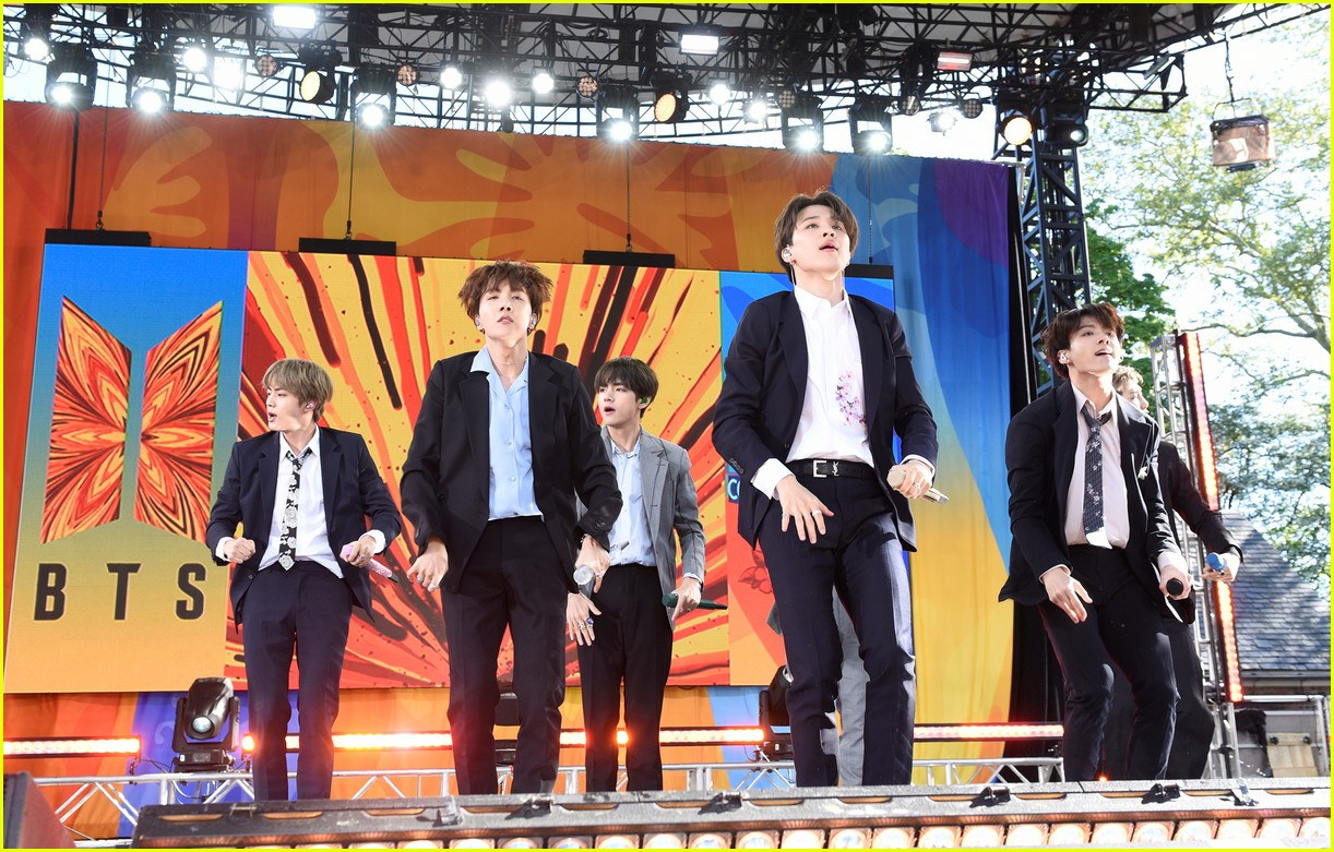 bts perform good morning america summer concert series 01