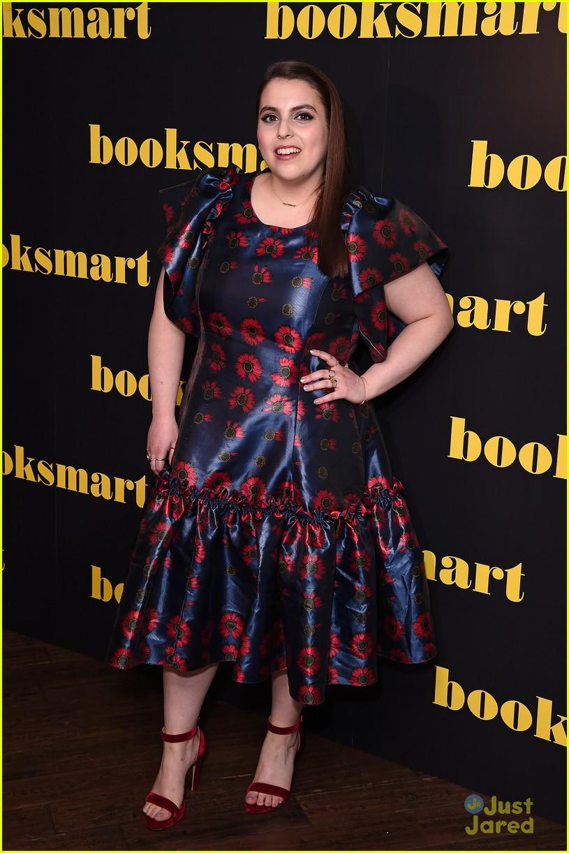 kaitlyn dever beanie feldstein booksmart uk premiere 05