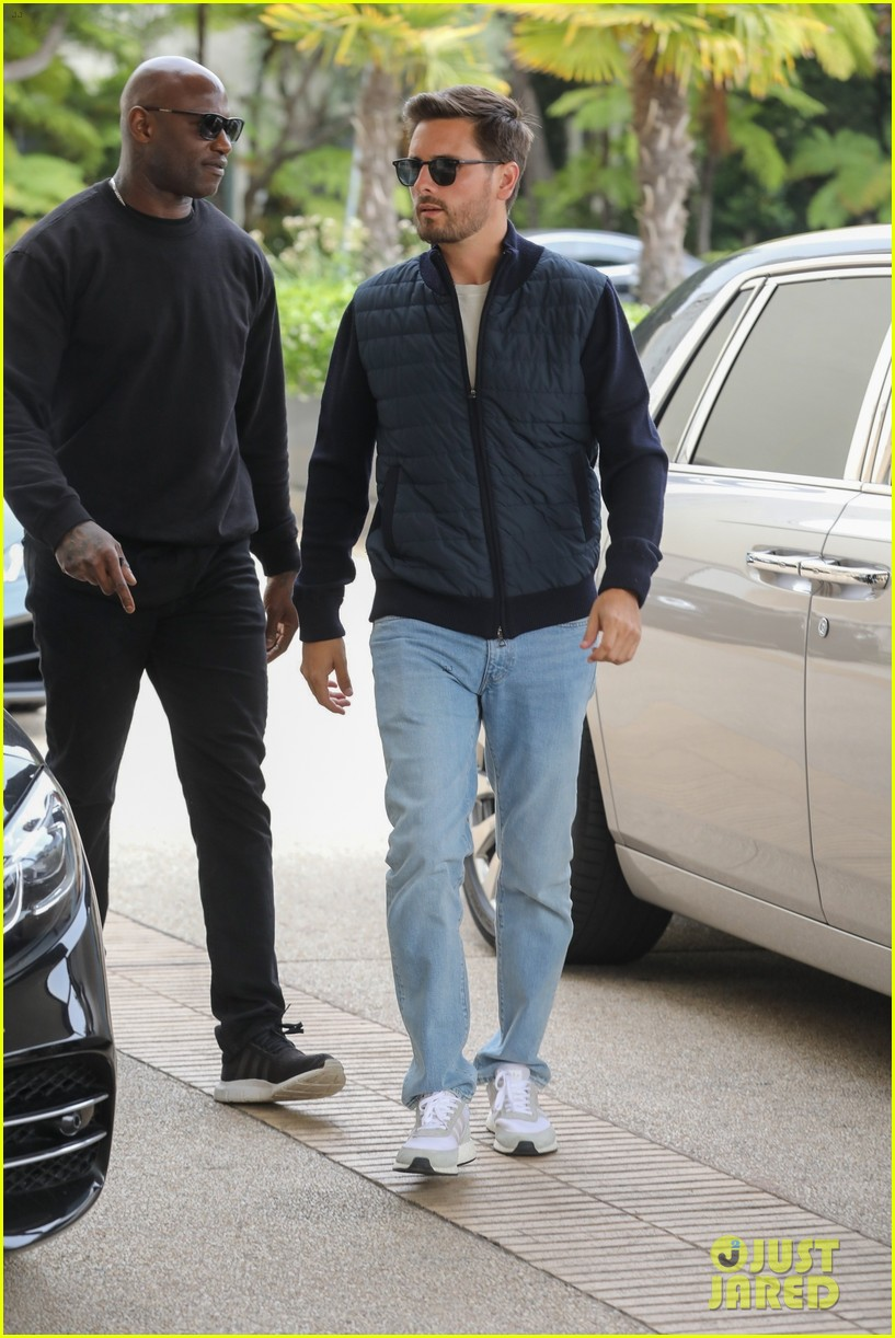 scott disick and sofia richie couple up for beverly hills lunch date 04