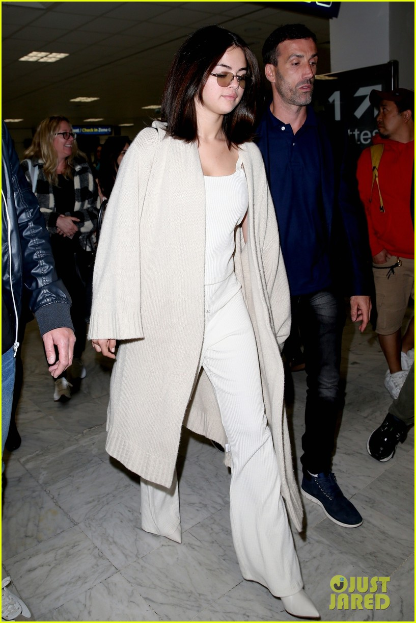 selena gomez arrives at airport for cannes 01