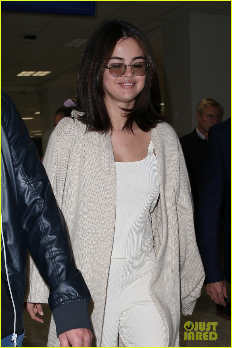 selena gomez arrives at airport for cannes 02