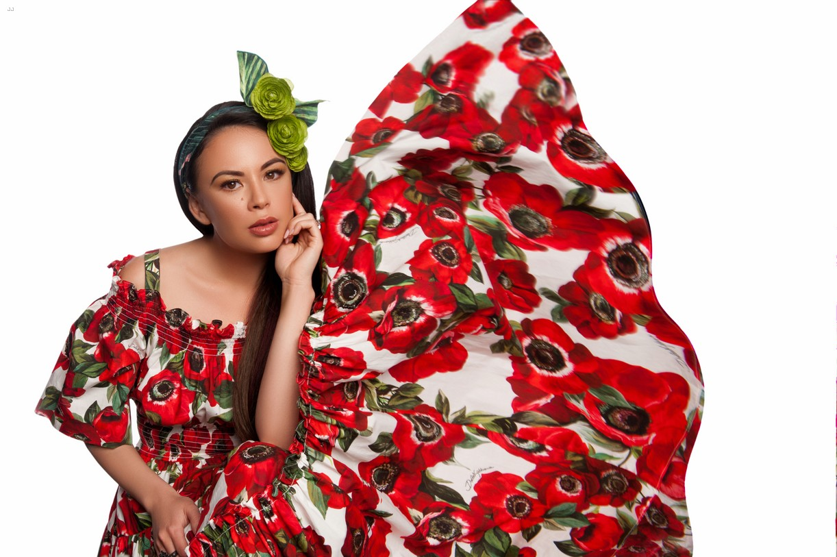 janel parrish beauty spread inlove mag 04