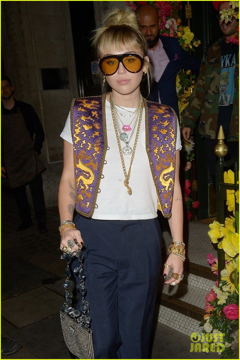 miley cyrus mayfair restaurant outing 01