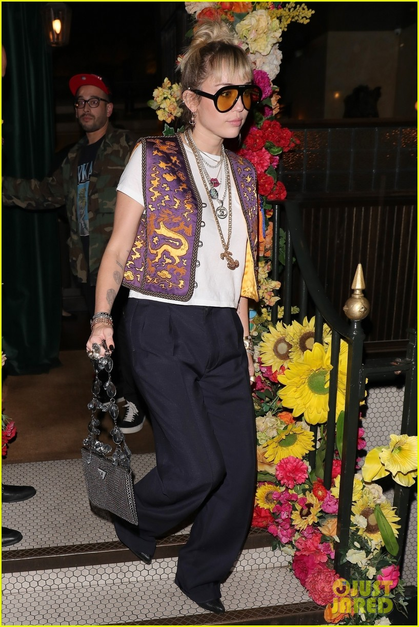 miley cyrus mayfair restaurant outing 03