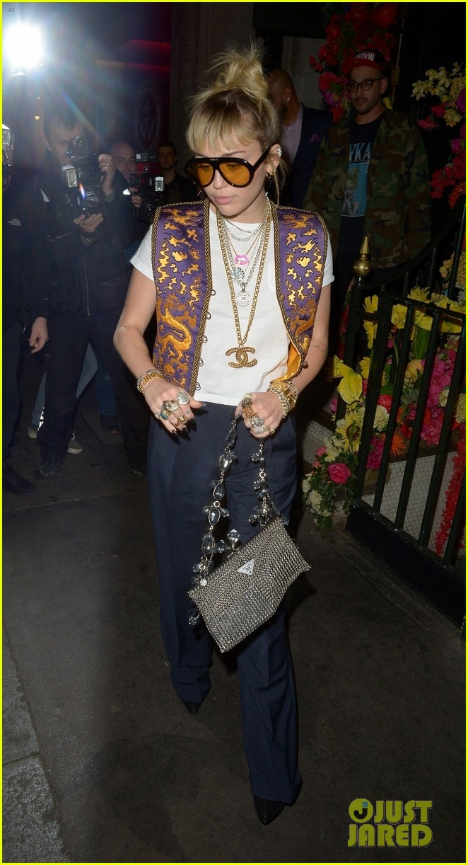 miley cyrus mayfair restaurant outing 06
