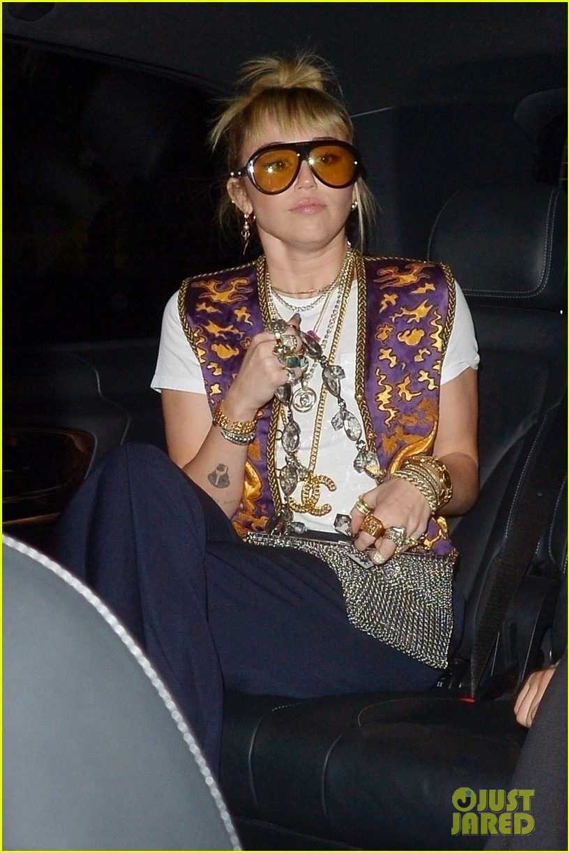miley cyrus mayfair restaurant outing 07