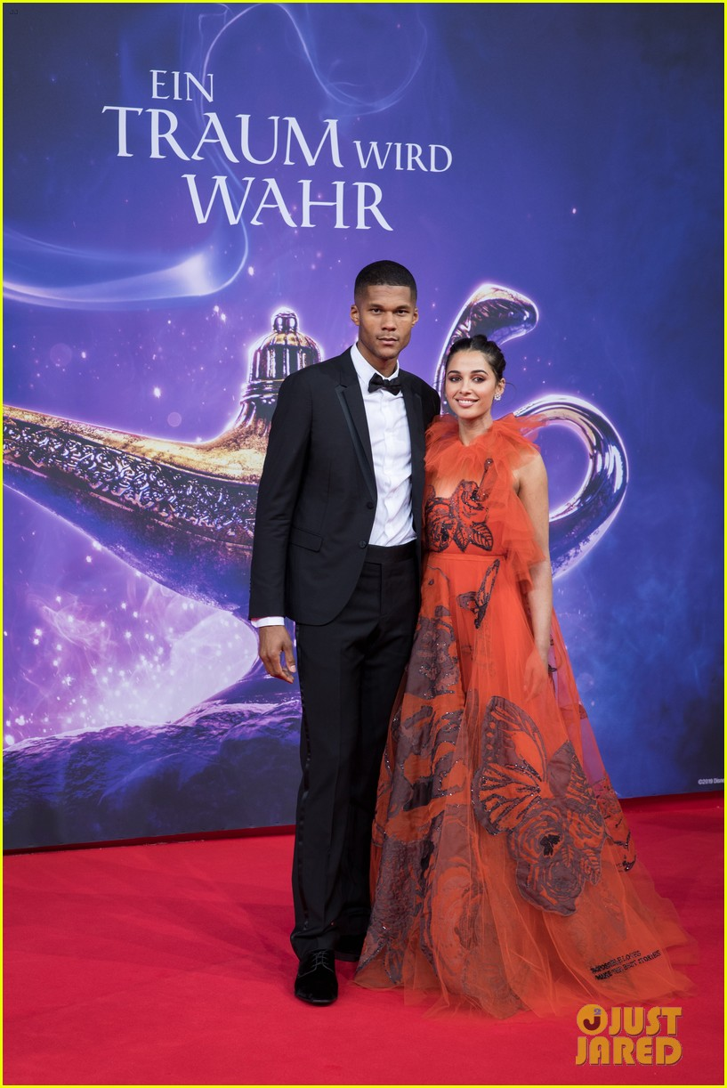 Naomi Scott Amp Mena Massoud Bring Aladdin To Berlin