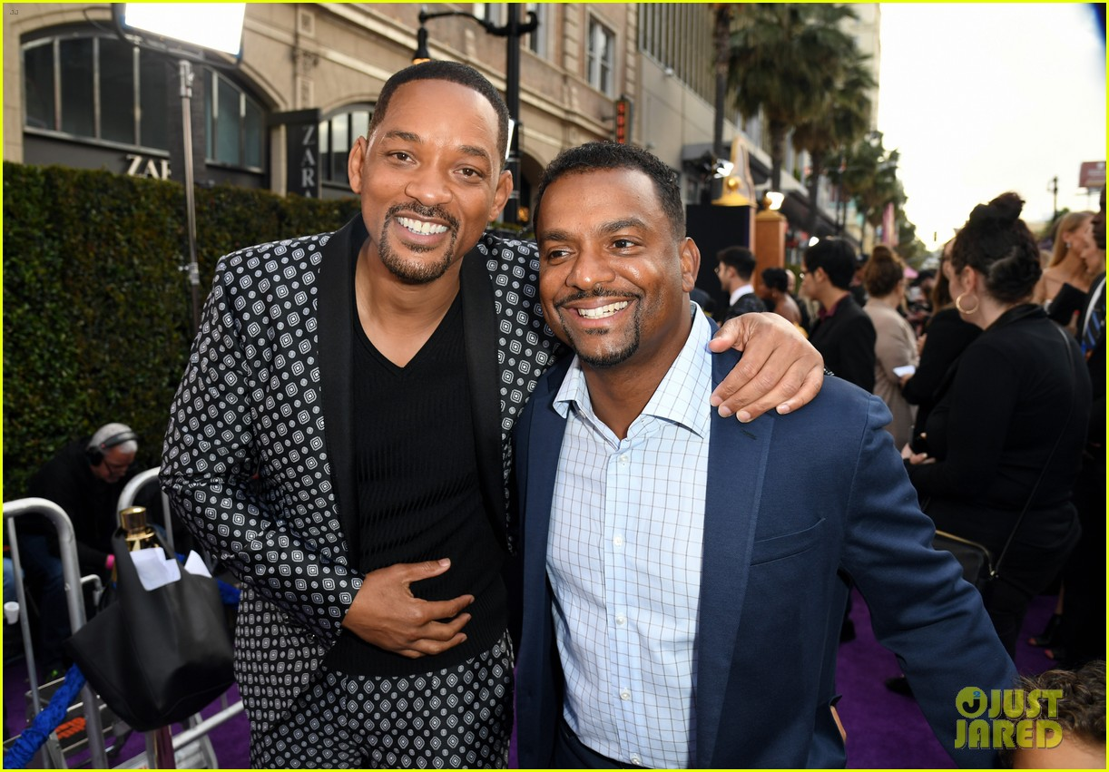will smith is joined by his family at aladdin premiere 11