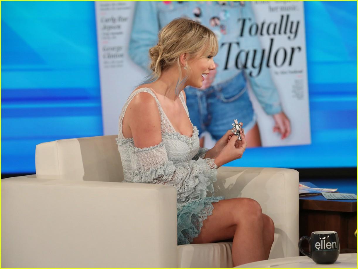 Taylor Swift Talks About Easter Eggs With Ellen Photo 1235519 Ellen Degeneres Taylor Swift Pictures Just Jared Jr