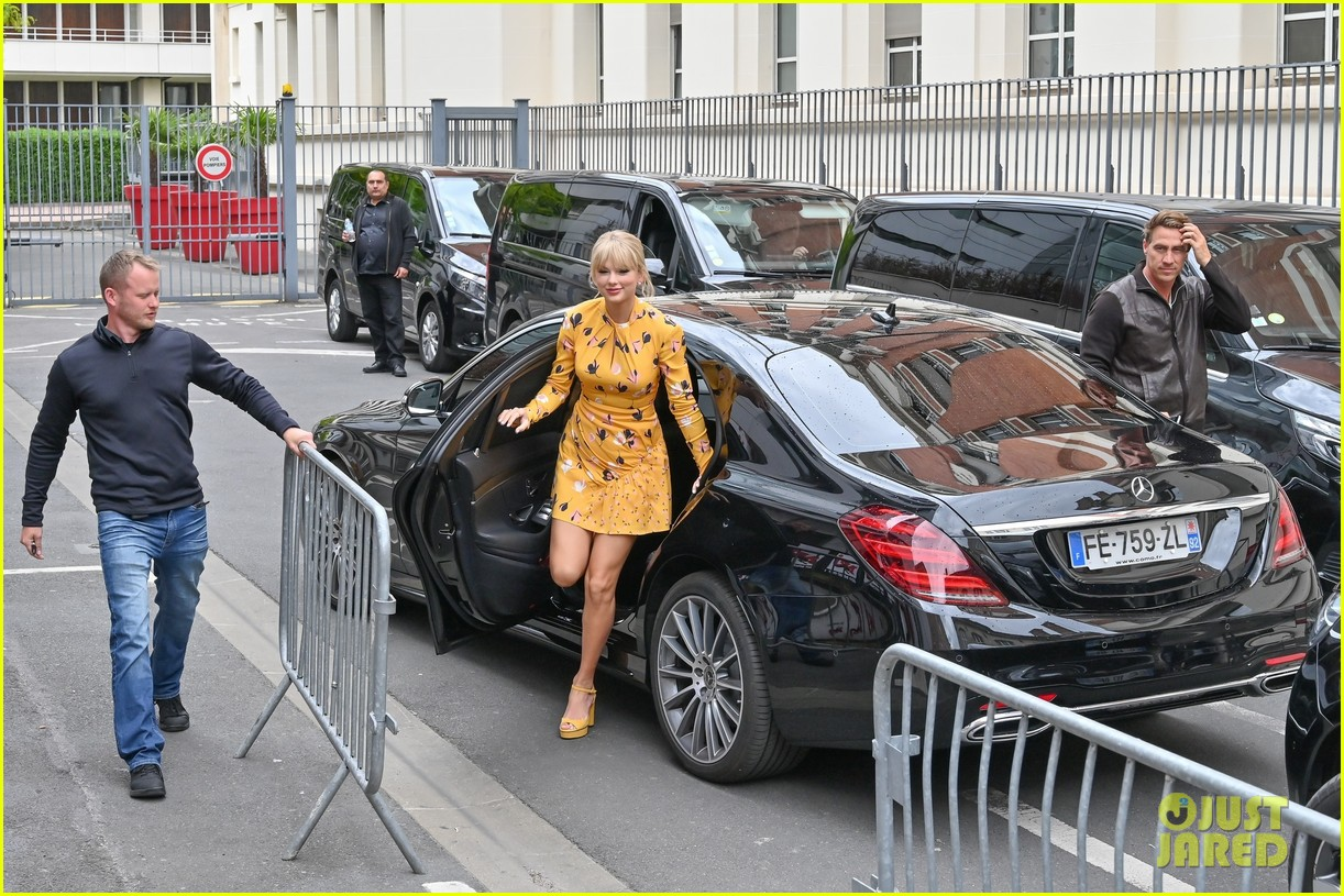 taylor swift nrj studios paris 11