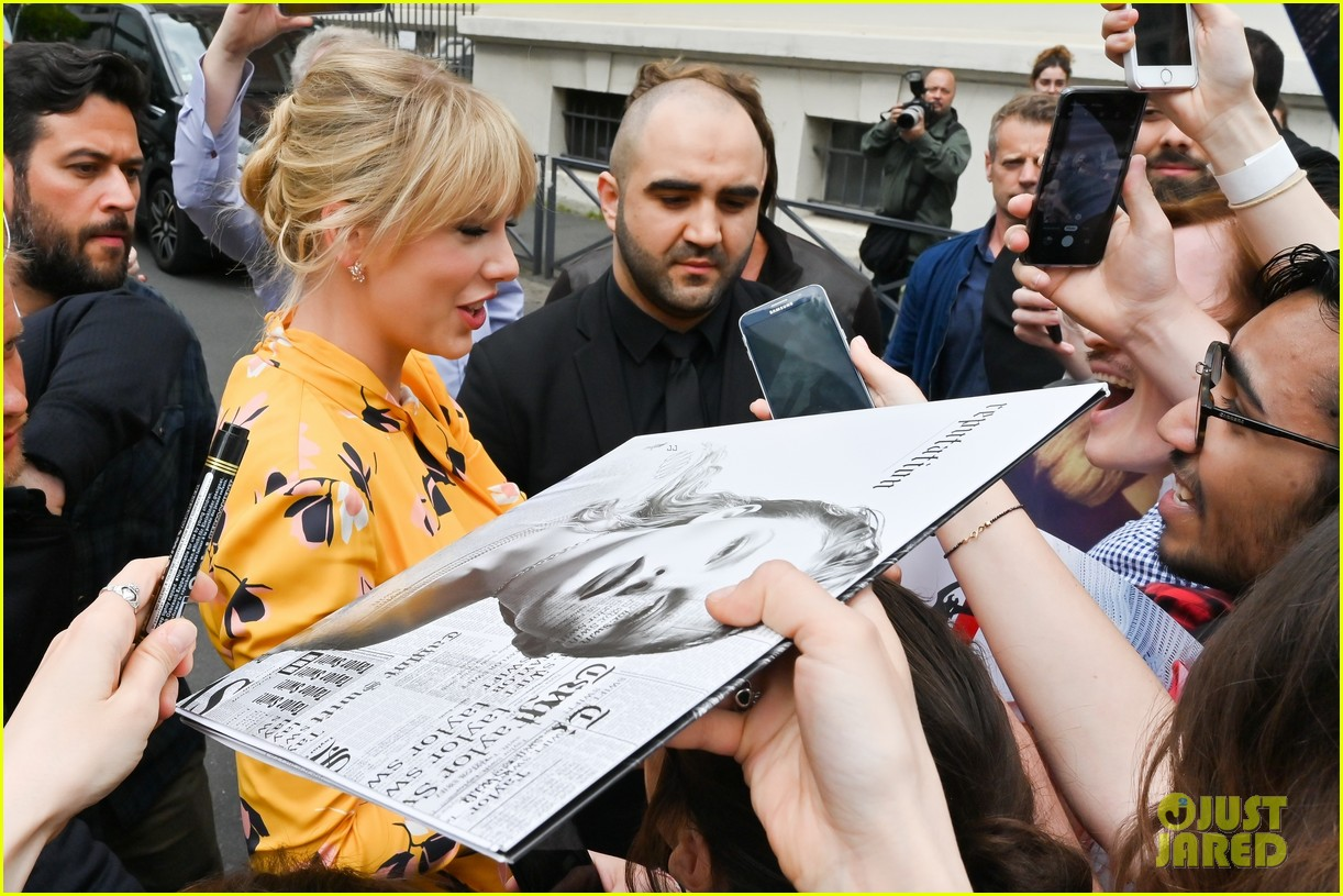 taylor swift nrj studios paris 23