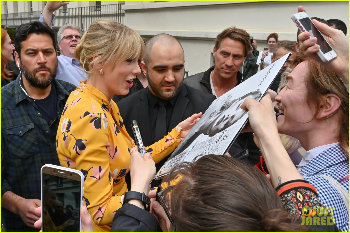 taylor swift nrj studios paris 24
