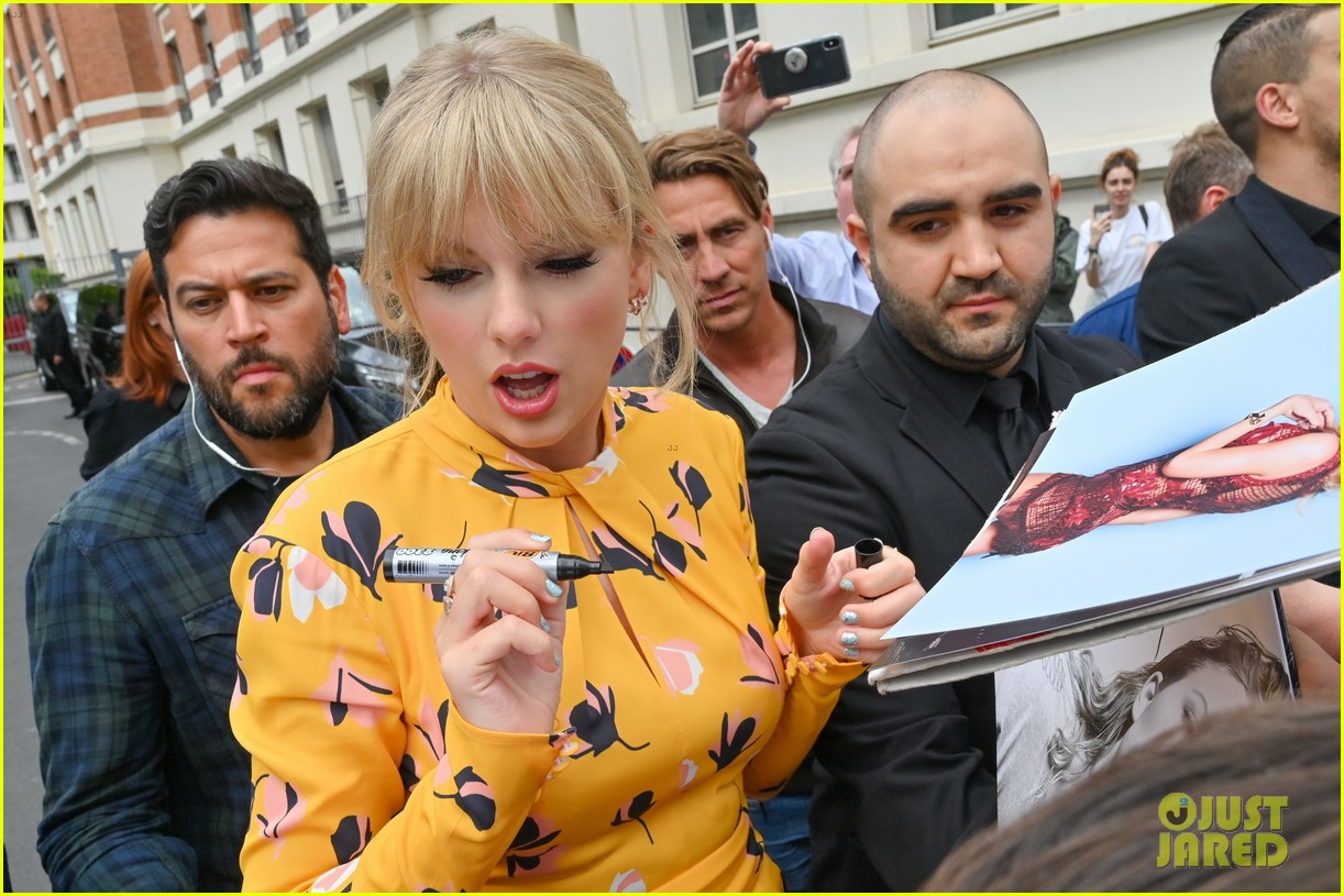 taylor swift nrj studios paris 29