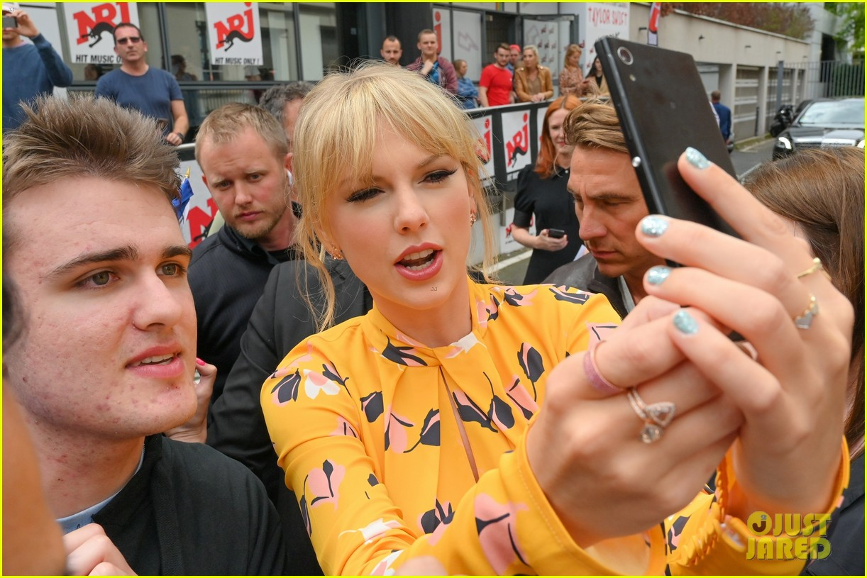 taylor swift nrj studios paris 35