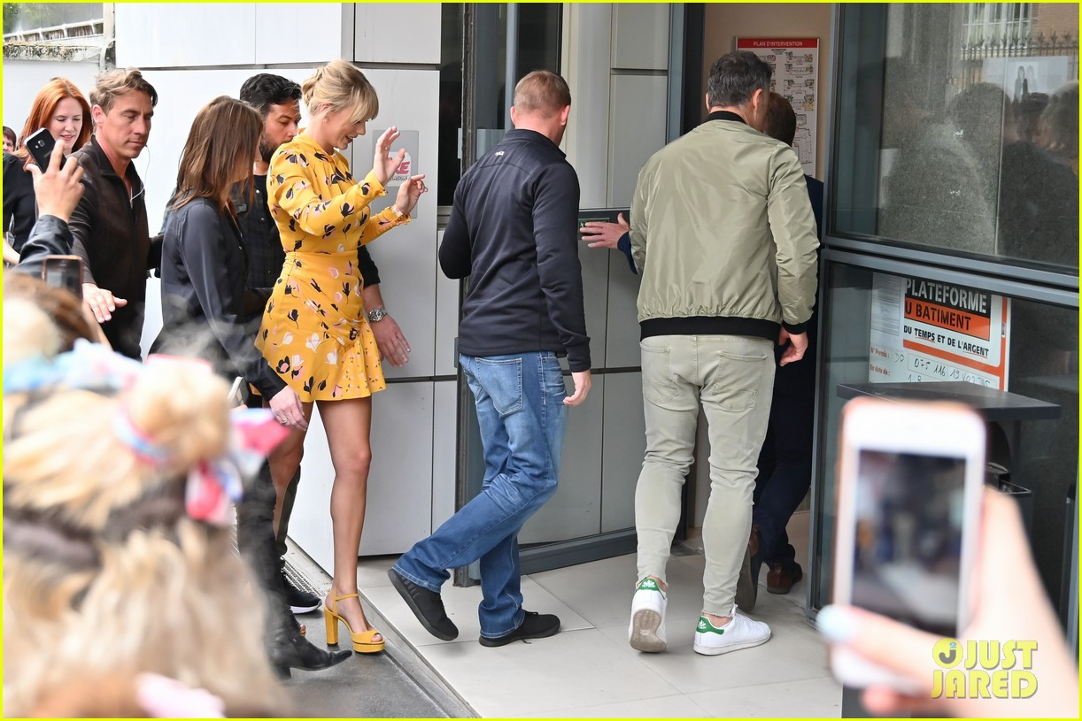 taylor swift nrj studios paris 45