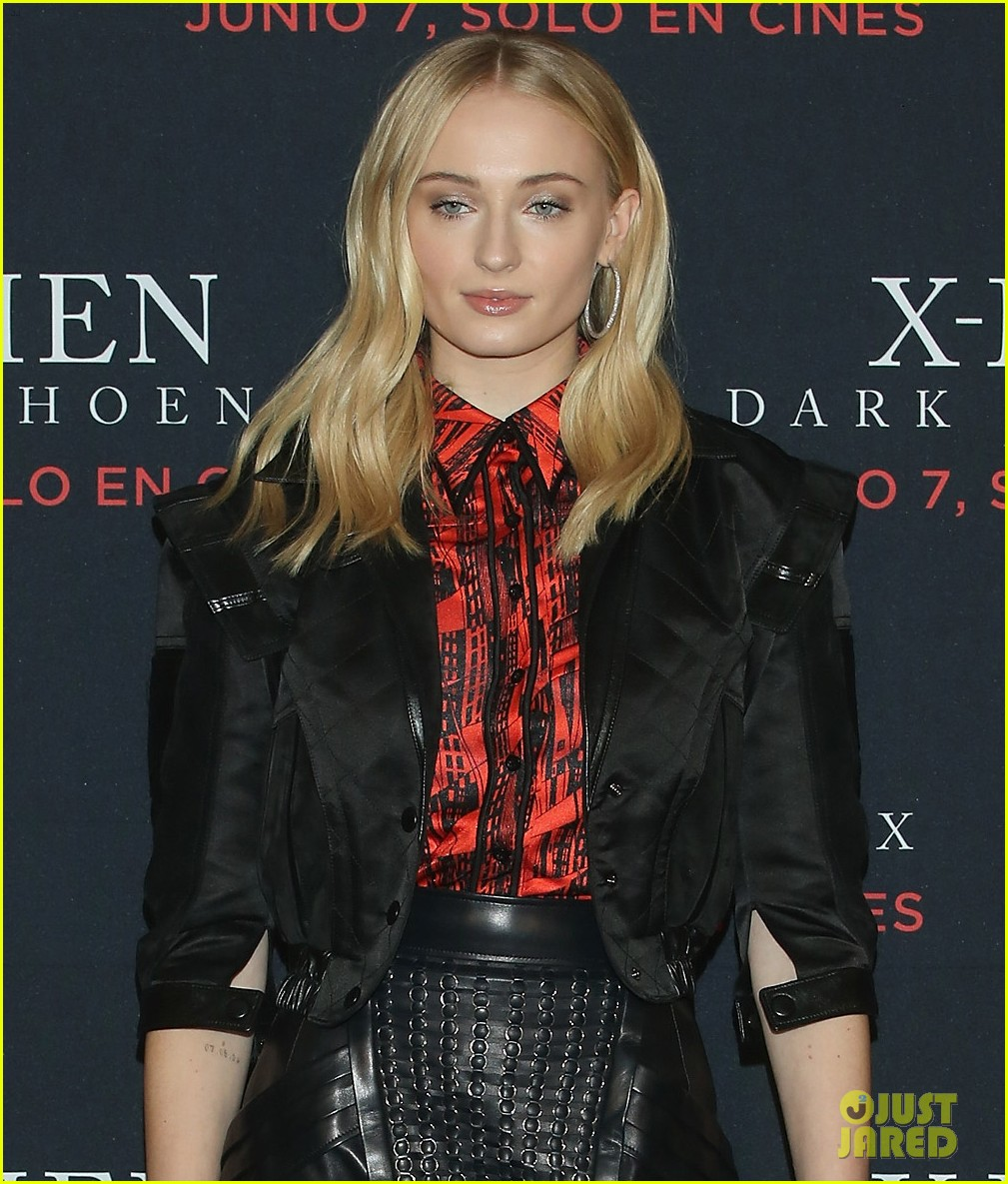 sophie turner jessica chastain dark phoenix press conference 02