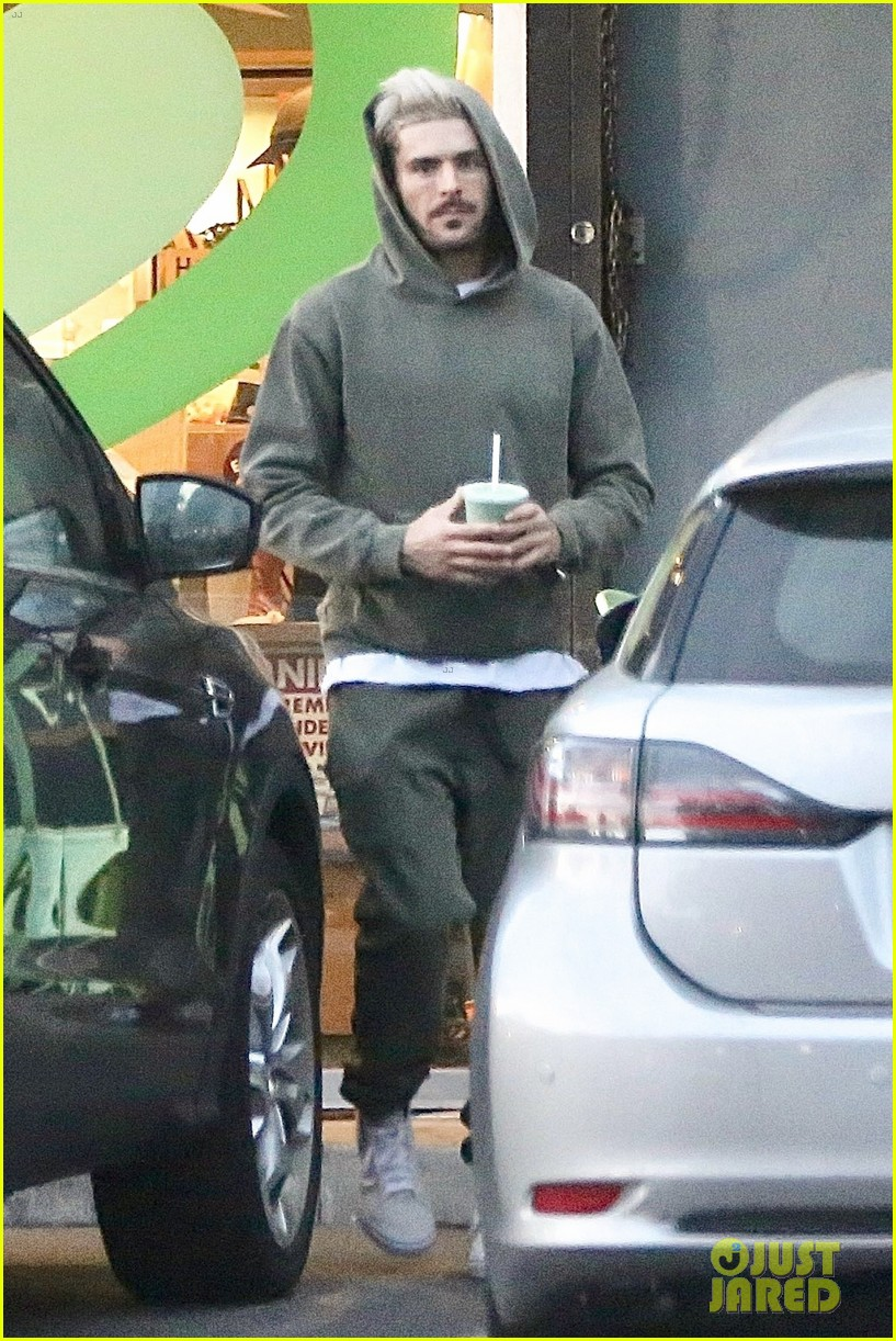 zac efron smoothie la may 2019 02