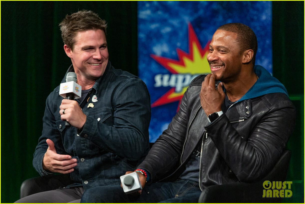 stephen robbie amell attend supanova expo together 03