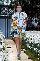 gigi hadid flowers off white show paris 05