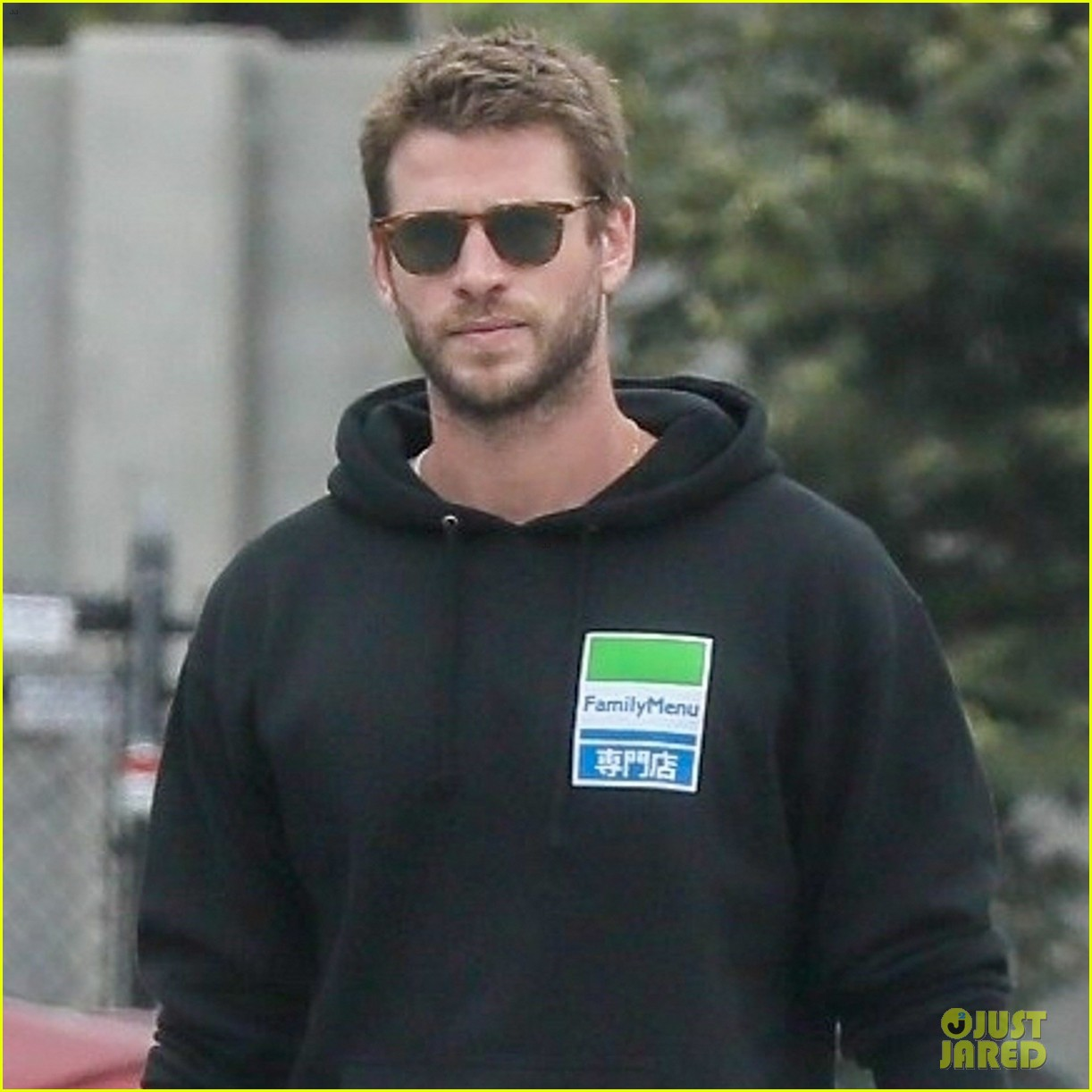 liam hemsworth rocks printed sneakers for lunch with his family 03