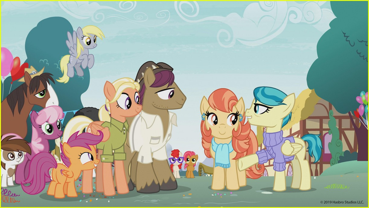 my little pony features first ever lesbian couple 01