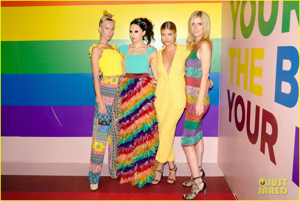 sofia richie jenny mollen ao pride party 28
