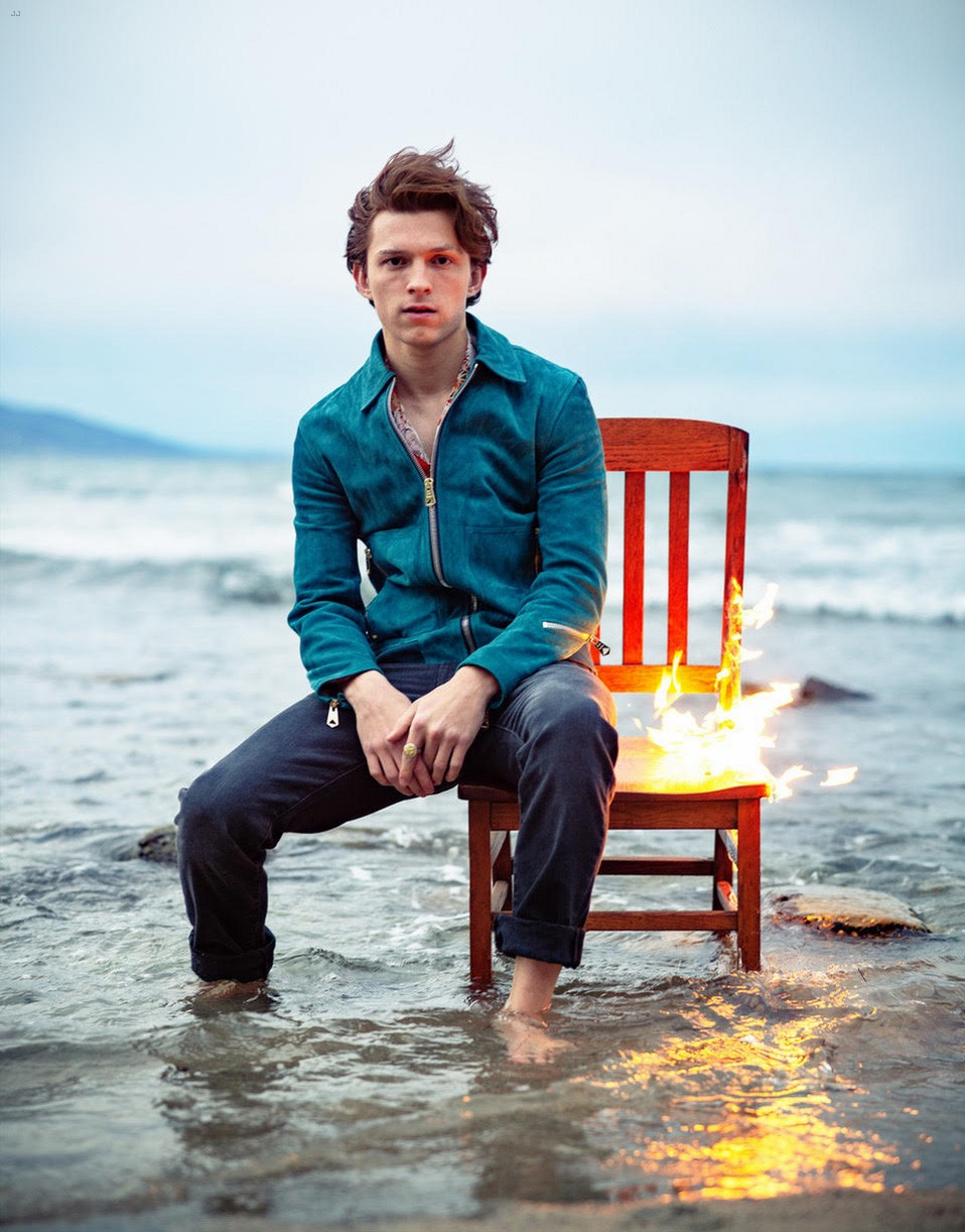 tom holland fire chair ocean man about town 03