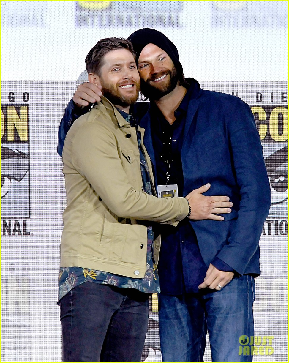 jensen ackles jared padalecki emotional supernatural comic con 04