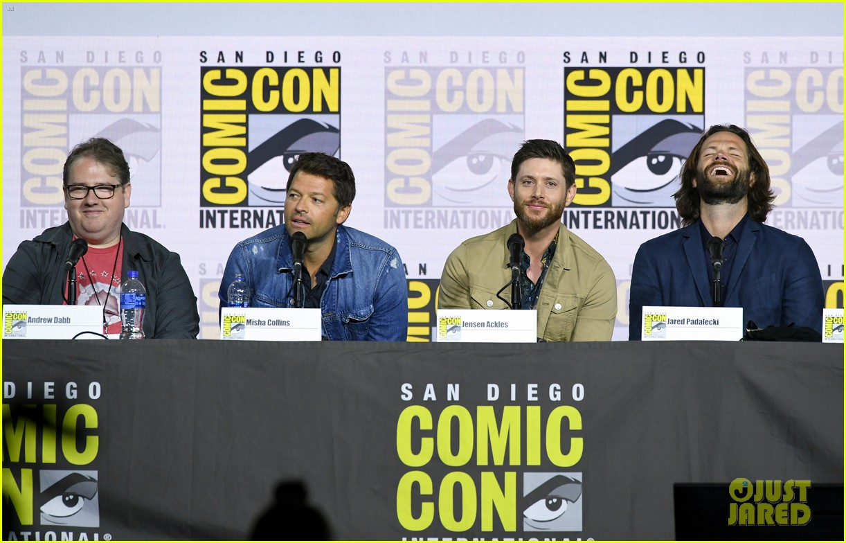 jensen ackles jared padalecki emotional supernatural comic con 15