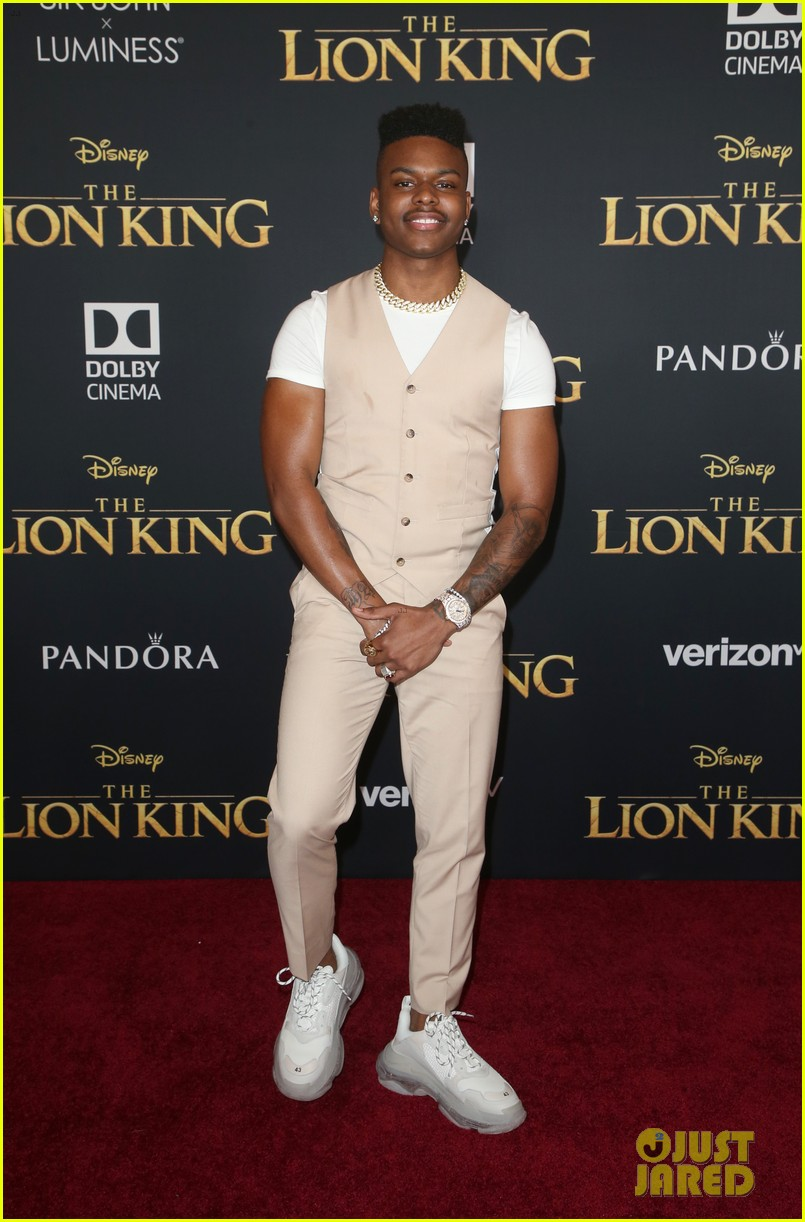aubrey joseph nia sioux teala dunn more step out for lion king premiere 02
