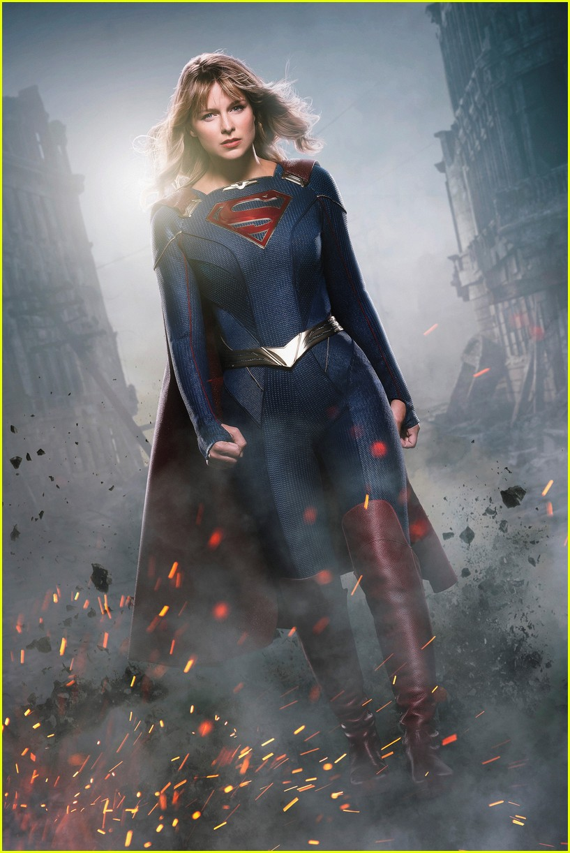 melissa benoist reveals first look at new supersuit at comic con 01
