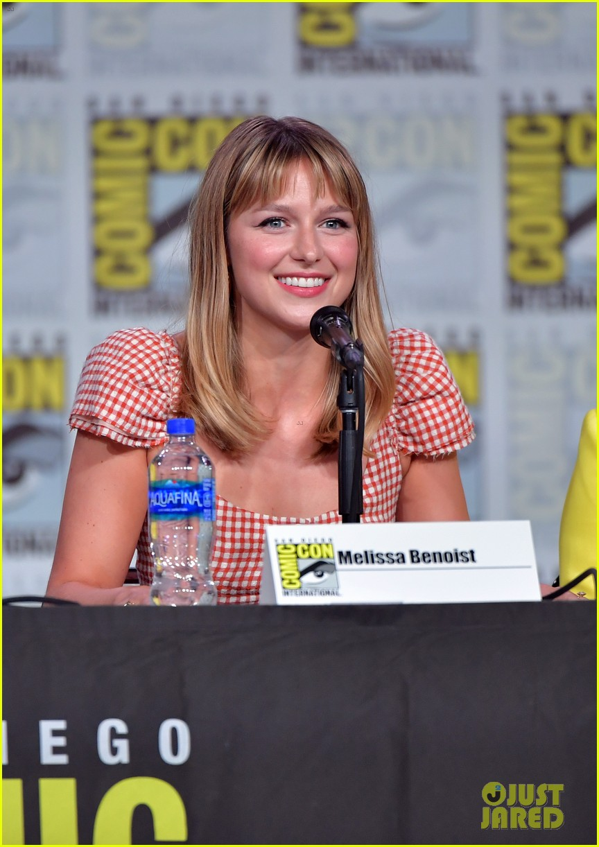 melissa benoist reveals first look at new supersuit at comic con 04