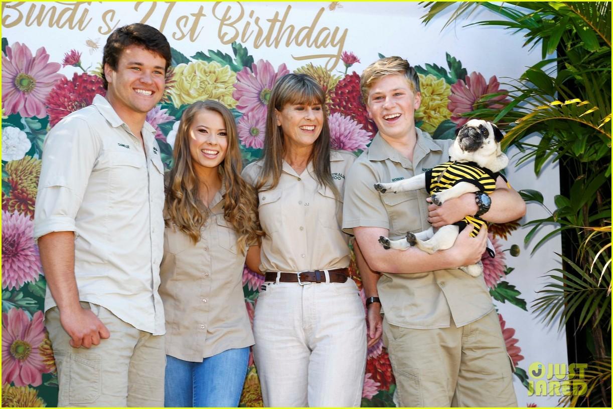 bindi irwin celebrates 21 birthday with boyfriend chandler powell australia zoo 03