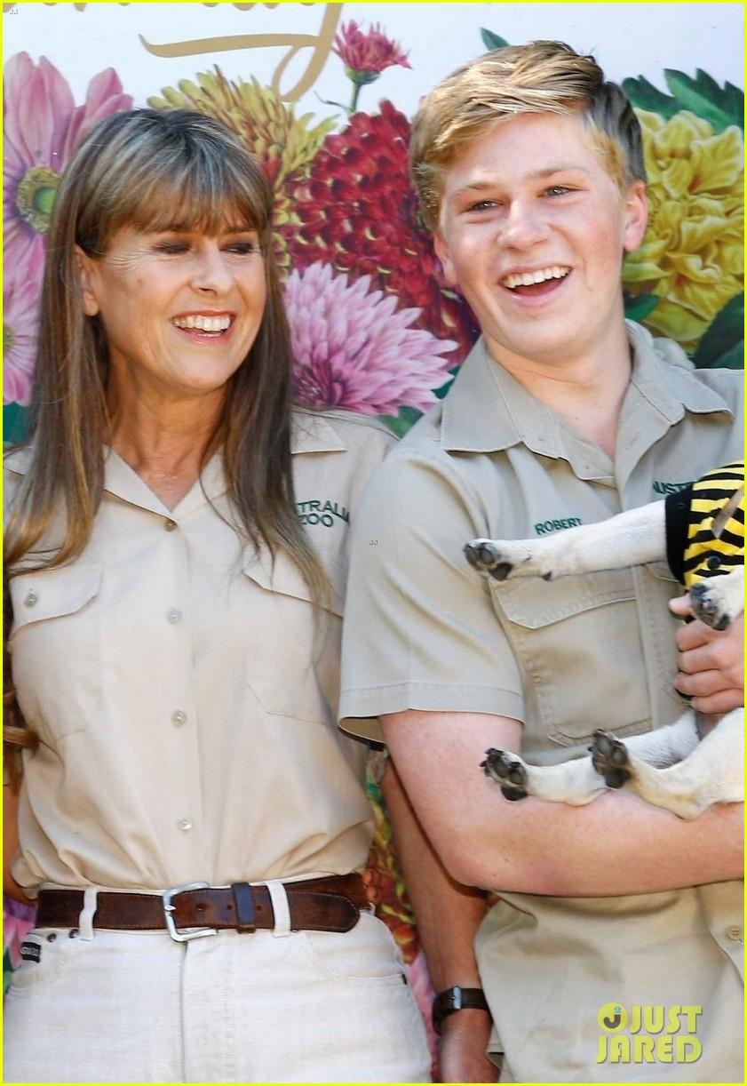 bindi irwin celebrates 21 birthday with boyfriend chandler powell australia zoo 05