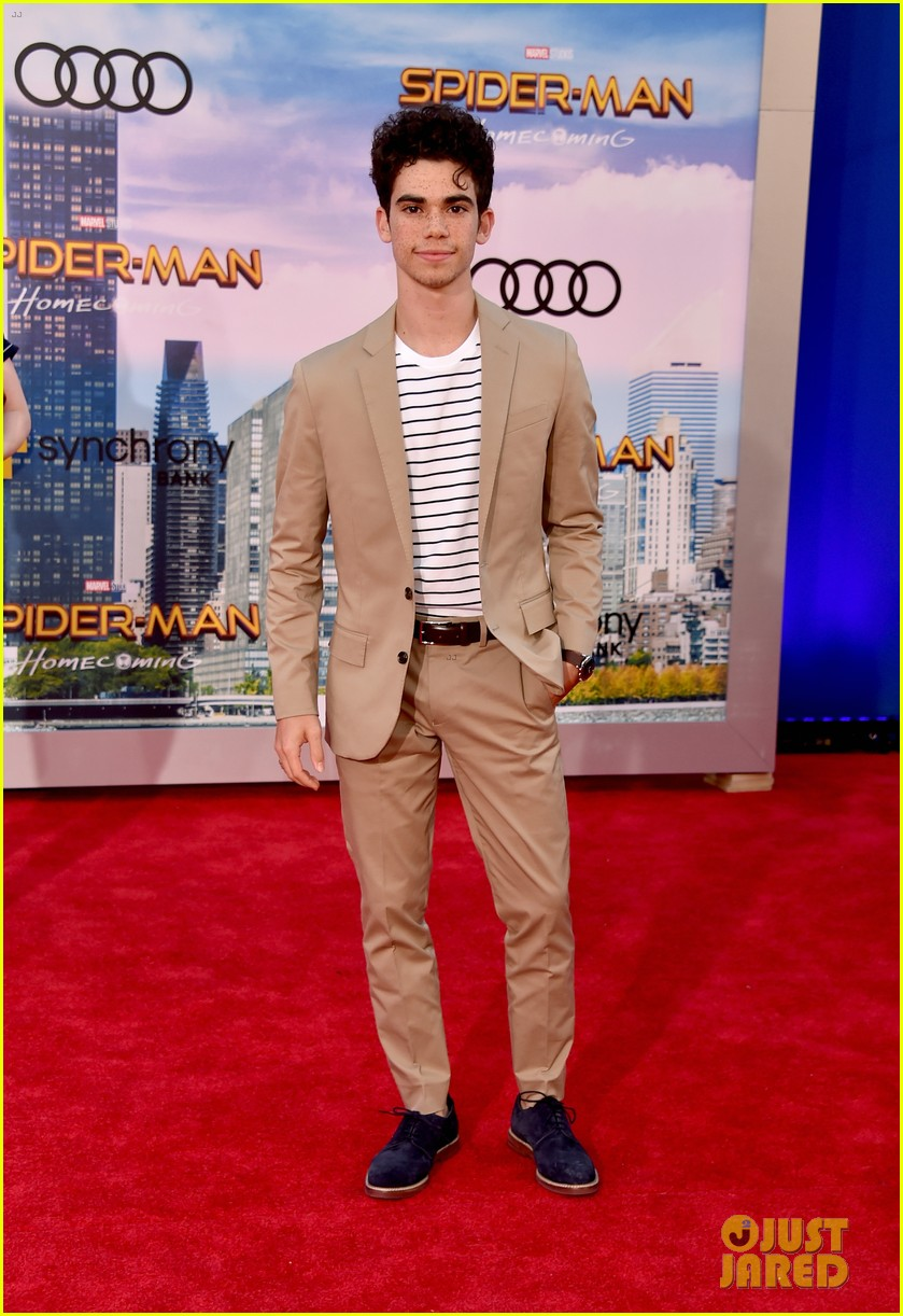 Cameron Boyce Tragically Dies At 20 Photo 1246575 Cameron Boyce Rip Pictures Just Jared Jr